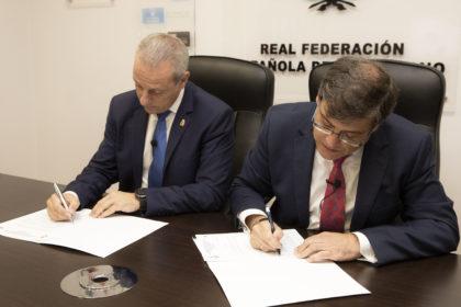 Firma acuerdo CESA 2019 en Valladolid.