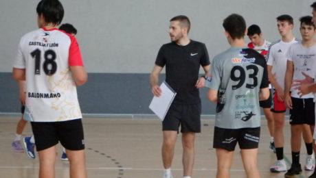 Nacho González, entrenador del Juvenil Masculino, durante la última concentración.
