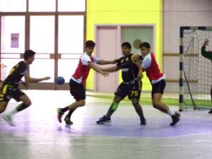 El equipo cadete masculino durante un partido.