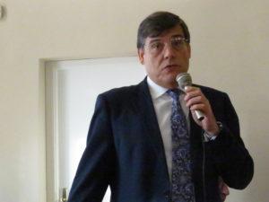 Carlos Sainer.